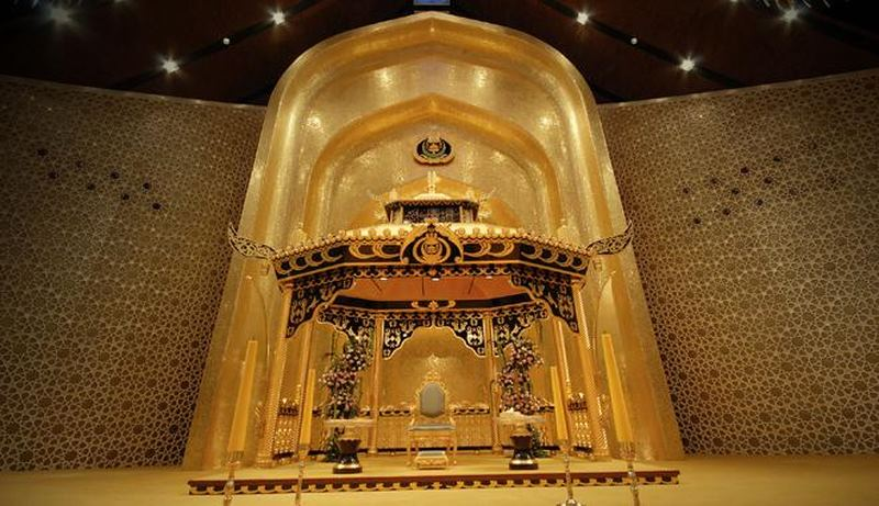 Khám phá cung điện dát vàng lớn nhất thế giới của nhà vua Brunei - 6