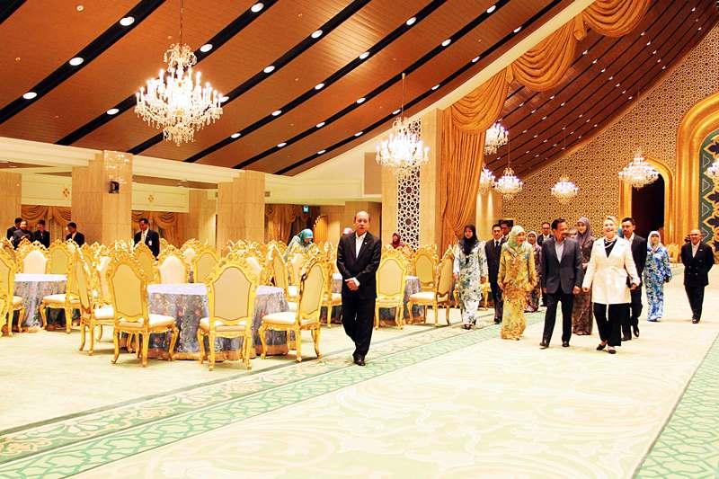 Khám phá cung điện dát vàng lớn nhất thế giới của nhà vua Brunei - 7