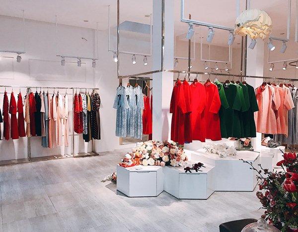 Hàng thời trang giảm giá chóng mặt ngày sát Tết - 1