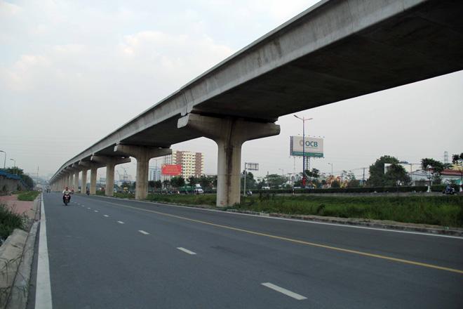Đường cong uốn lượn của metro đầu tiên ở SG sau 6 năm thi công - 4