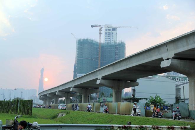 Đường cong uốn lượn của metro đầu tiên ở SG sau 6 năm thi công - 13