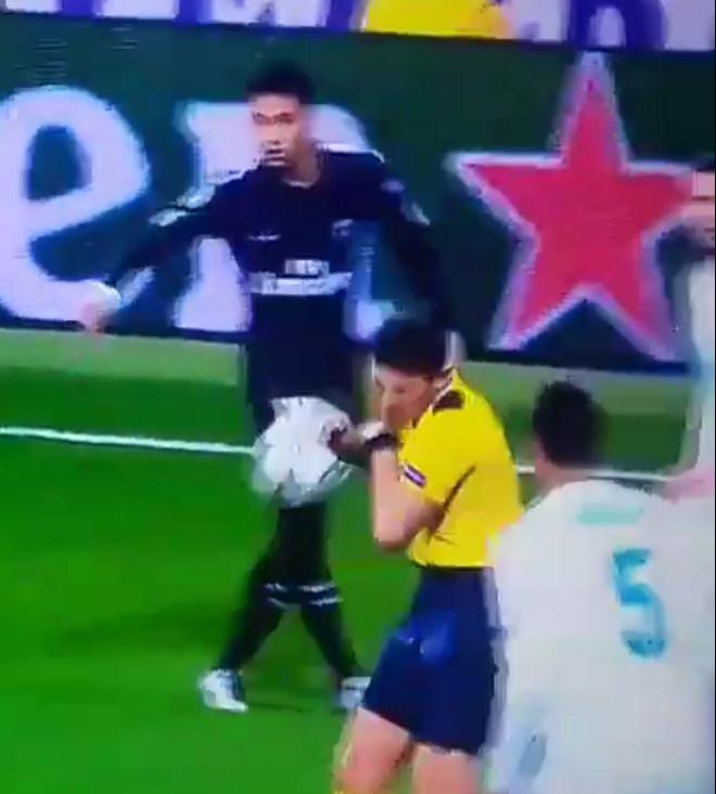 Ronaldo đá phạt đền sai luật: PSG thua đau, Neymar sút vỡ mặt trọng tài 2