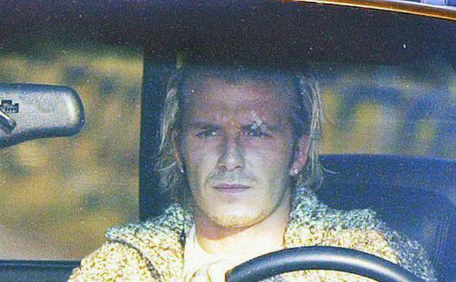 """Sự kiện lịch sử: Beckham nổi điên vì """"chiếc giày bay"""", Sir Alex đau tột độ 1"""