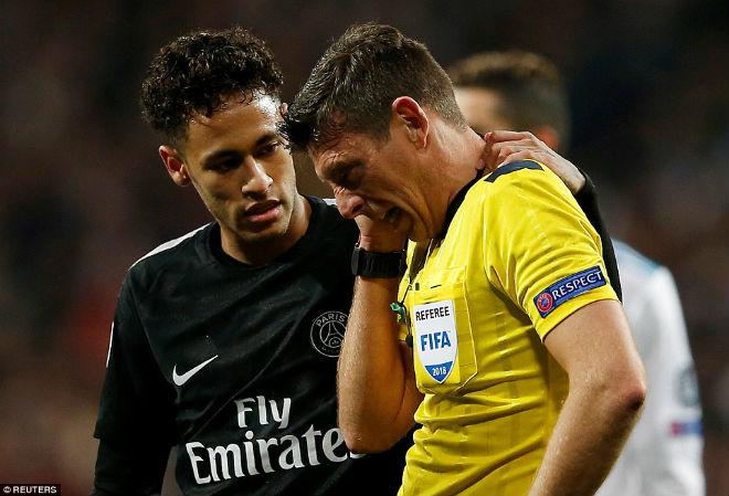 Vua Ronaldo phô diễn quyền uy Cúp C1: Neymar cúi đầu khuất phục - 10