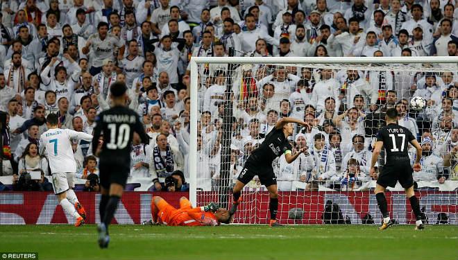 Vua Ronaldo phô diễn quyền uy Cúp C1: Neymar cúi đầu khuất phục - 12