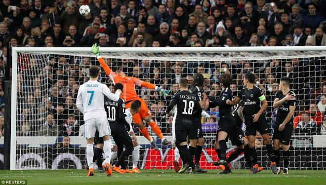 Vua Ronaldo phô diễn quyền uy Cúp C1: Neymar cúi đầu khuất phục - 9
