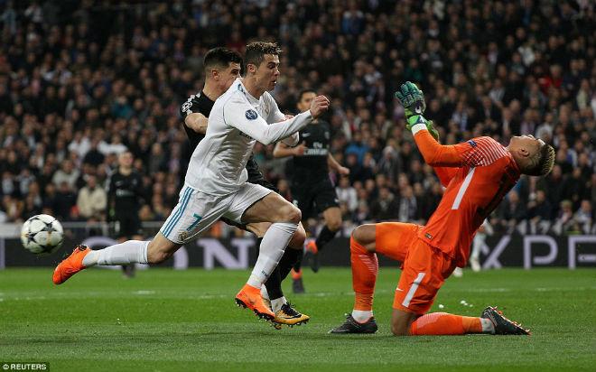 Vua Ronaldo phô diễn quyền uy Cúp C1: Neymar cúi đầu khuất phục - 3