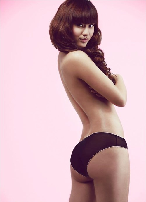 Hai chân dài Việt tuổi Giáp Tuất từng chụp hình bán nude gợi cảm