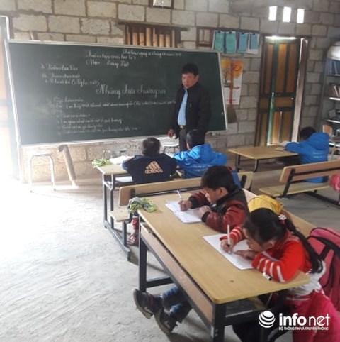 Gặp gỡ người thầy dùng cả tuổi thanh xuân để dạy chữ cho trẻ vùng cao - 1