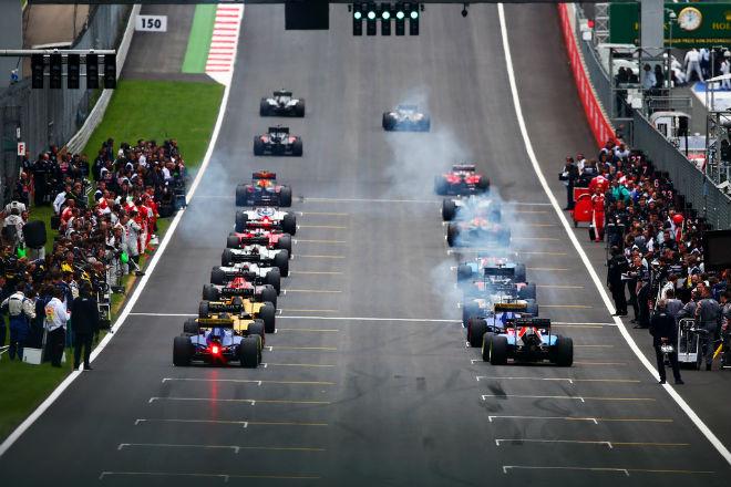 """Đua xe F1 2018: Thay thế """"chân dài"""", chỉnh giờ tránh World Cup 3"""