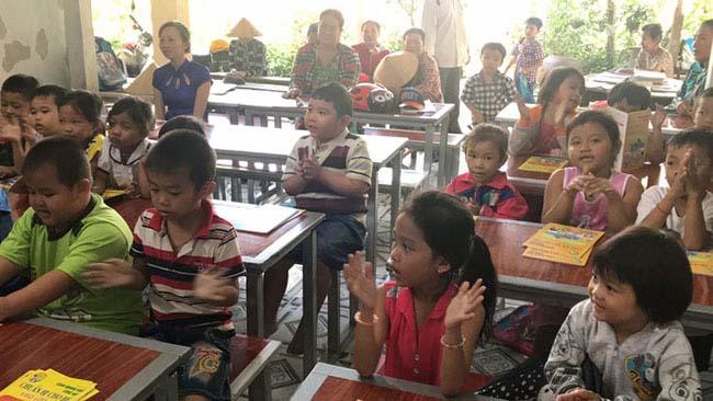 Cô giáo 40 năm dạy chữ miễn phí cho trẻ nghèo - 2
