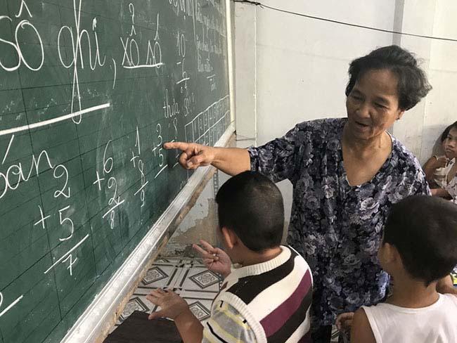 Cô giáo 40 năm dạy chữ miễn phí cho trẻ nghèo - 3
