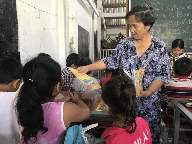 Cô giáo 40 năm dạy chữ miễn phí cho trẻ nghèo - 5