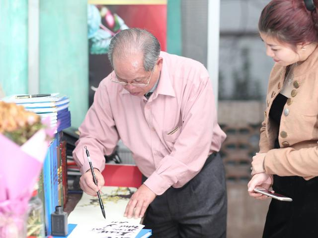 Năm mới, PGS Bùi Hiền còn tiếp tục cải tiến tiếw Việt?