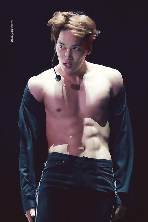 Loạt nam nhân Hàn khoe bụng múi ngay trên sân khấu khiến fan lụi tim - 4
