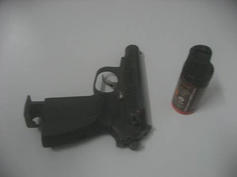 Cảnh sát đặc nhiệm kể phút giải cứu bé gái bị bố ngáo đá có súng khống chế - 2