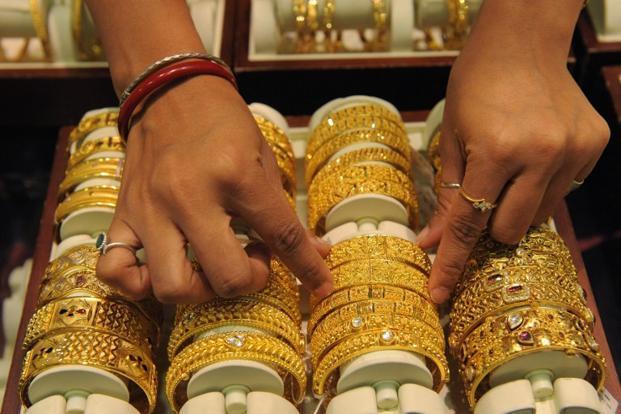 Giá vàng được dự báo tăng mạnh trong tuần này - 1
