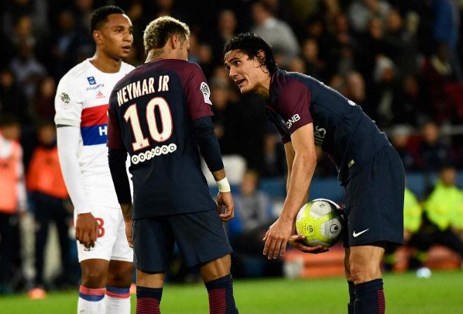 Vua Ronaldo thăng hoa: Hazard né Real, đến PSG soán ngôi Neymar 2