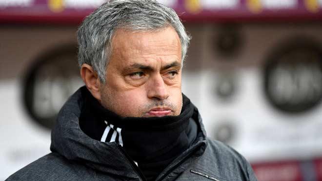 MU dễ mất 8 SAO đấu Sevilla: Nghi án Pogba dối Mourinho 1