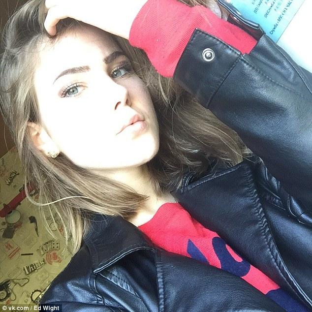 Nga: Nhảy từ tầng 14 xuống đất vẫn sống, đi lấy dao tự đâm tiếp