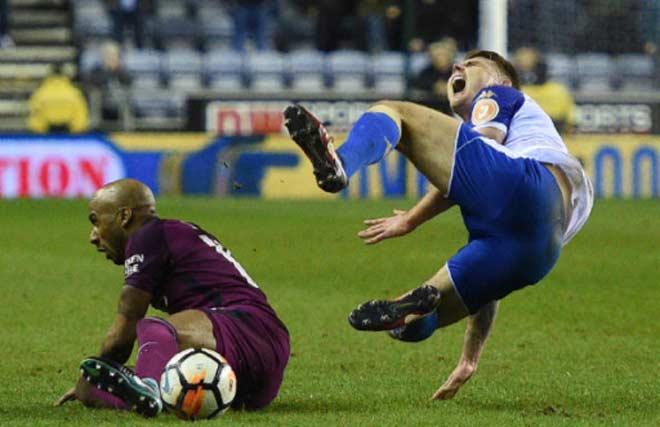 """Man City thua sốc: Tay chưa chạm cúp đã vội """"tinh vi"""" 2"""