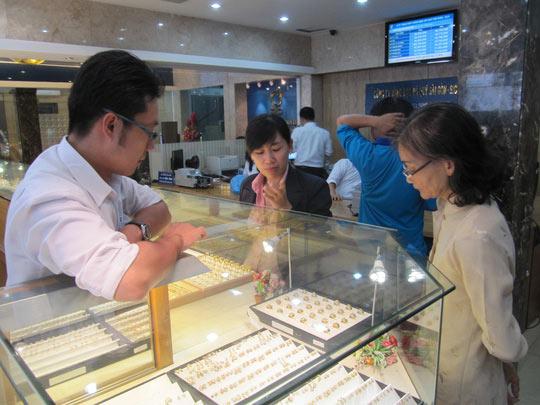 Giá vàng SJC tăng vọt sau kỳ nghỉ Tết