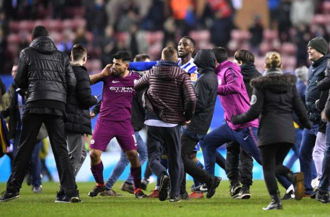 Man City thua sốc FA Cup: Aguero đánh CĐV, đối mặt án phạt nặng 4