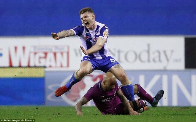 Man City thua sốc FA cup, Pep Guardiola suýt ẩu đả với HLV Wigan 1