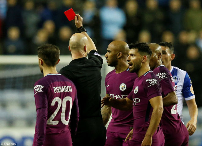 Man City thua sốc FA cup, Pep Guardiola suýt ẩu đả với HLV Wigan 2
