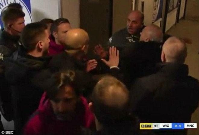 Man City thua sốc FA cup, Pep Guardiola suýt ẩu đả với HLV Wigan 9