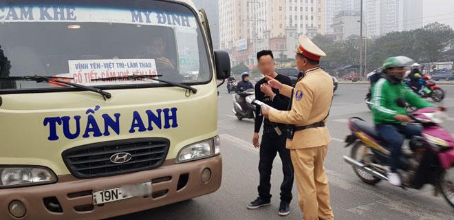 Phương tiện đổ về Thủ đô tăng 7 lần, CSGT căng mình ứng phó