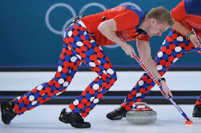 Tin nóng Olympic mùa đông 20/2: Thêm sự cố tuột áo khiến VĐV bối rối 3