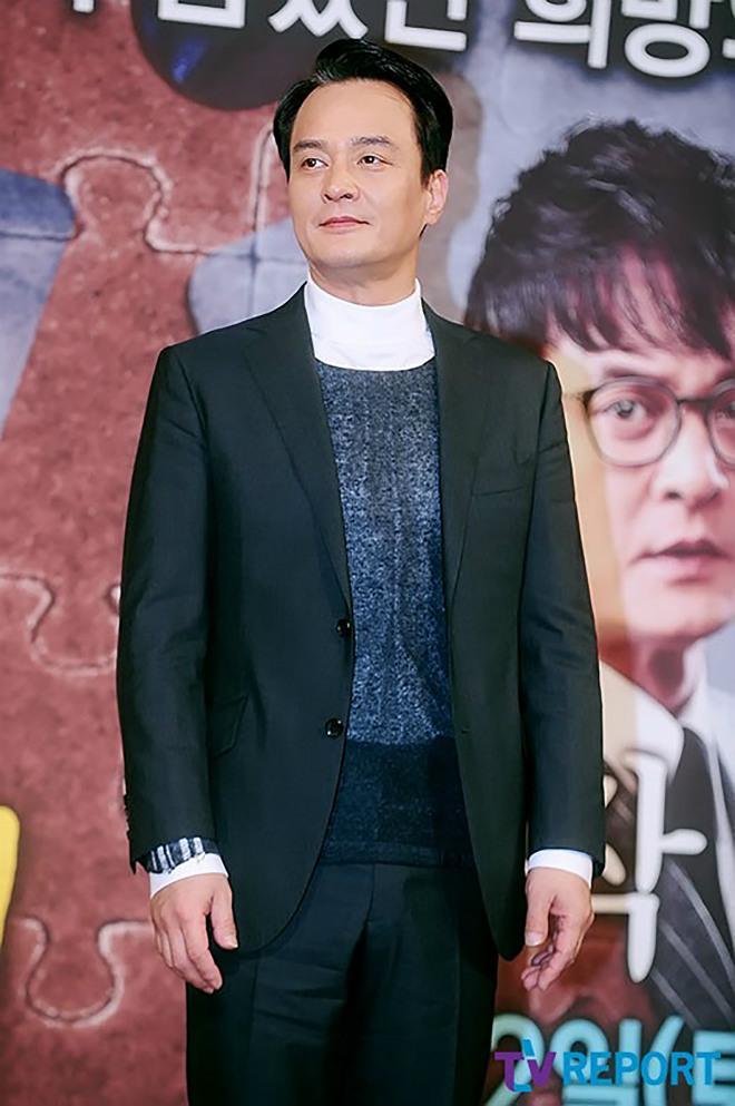 Tài tử nổi tiếng Hàn Quốc bị các nữ sinh tố quấy rối tình dục trong nhiều năm
