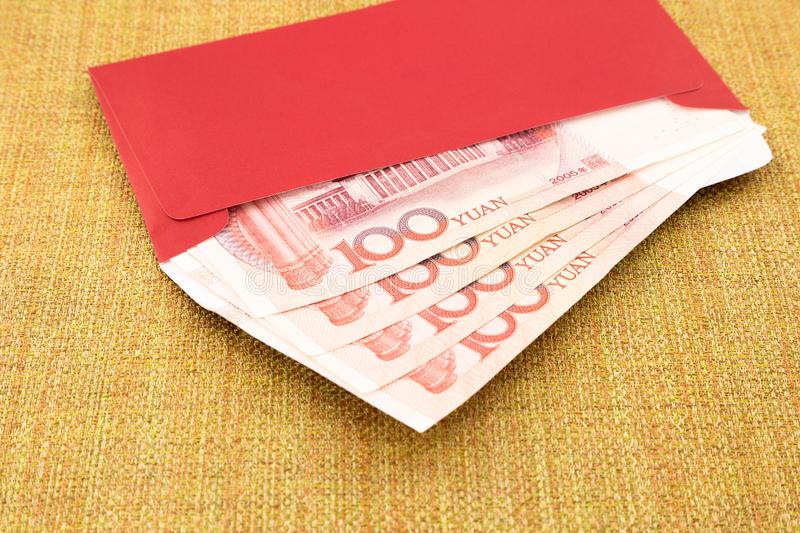 TQ: Con kiện bố mẹ vì cầm hơn 200 triệu đồng lì xì không chịu trả