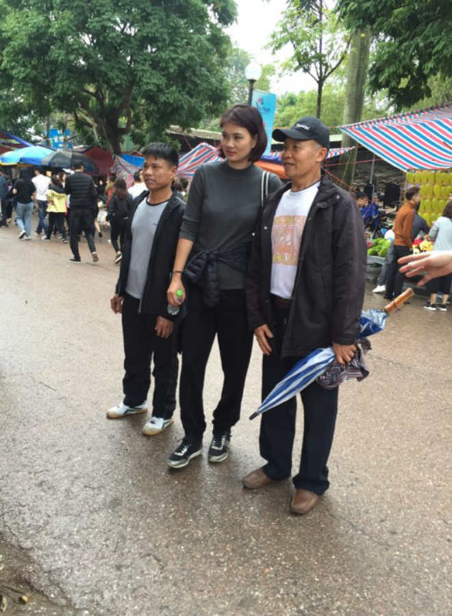 """Kim Huệ dẫn dàn """"chân dài"""" bóng chuyền về đấu giải làng: Vui như hội 10"""