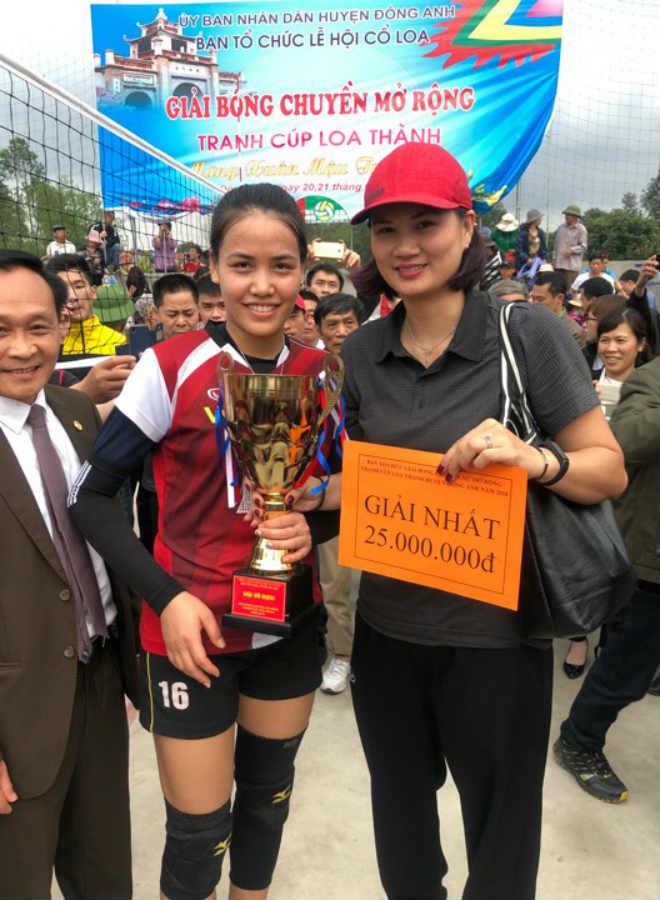 """Kim Huệ dẫn dàn """"chân dài"""" bóng chuyền về đấu giải làng: Vui như hội 2"""