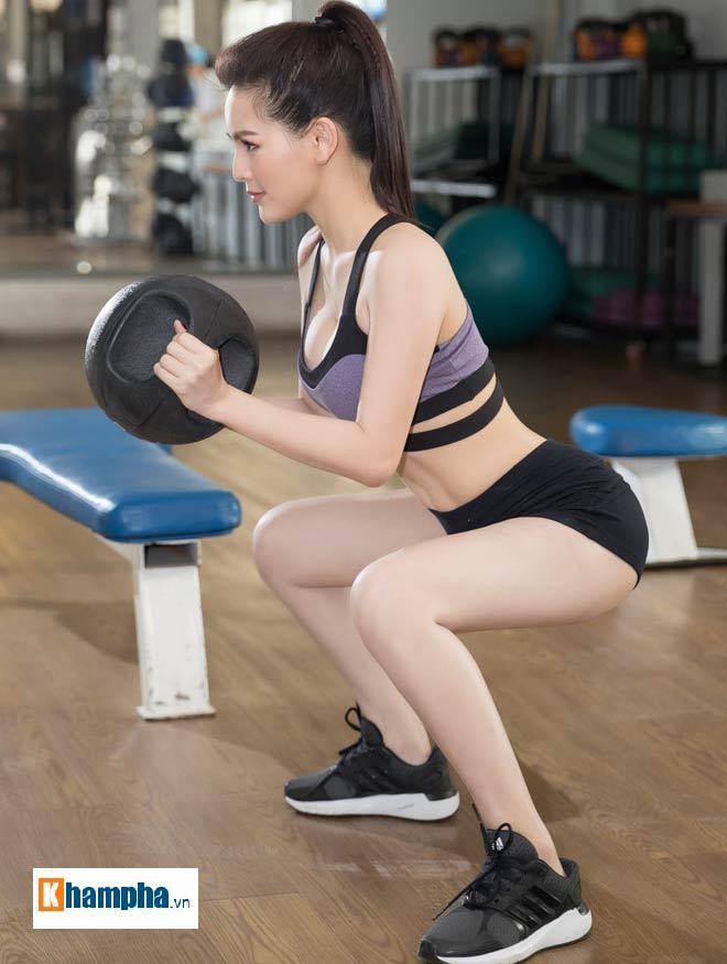 """""""Thánh nữ Mì Gõ"""" Trang Phi nóng bỏng tập gym, lộ chiêu giảm cân sau Tết 4"""