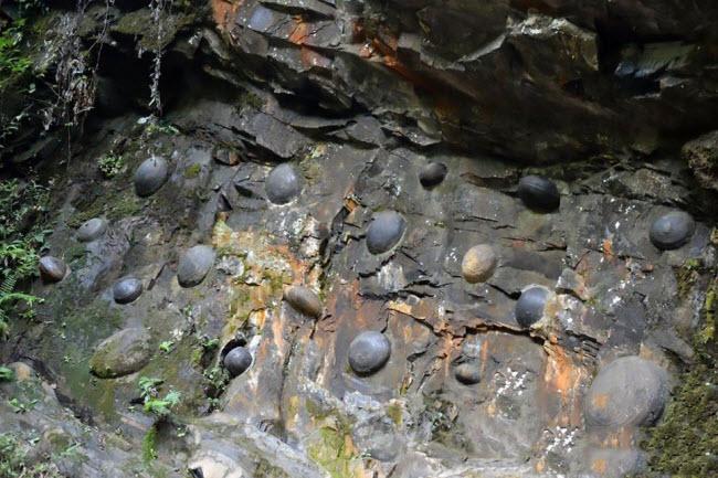 """Bí ẩn những tảng đá biết """"sinh con"""" ở Bồ Đào Nha - 6"""