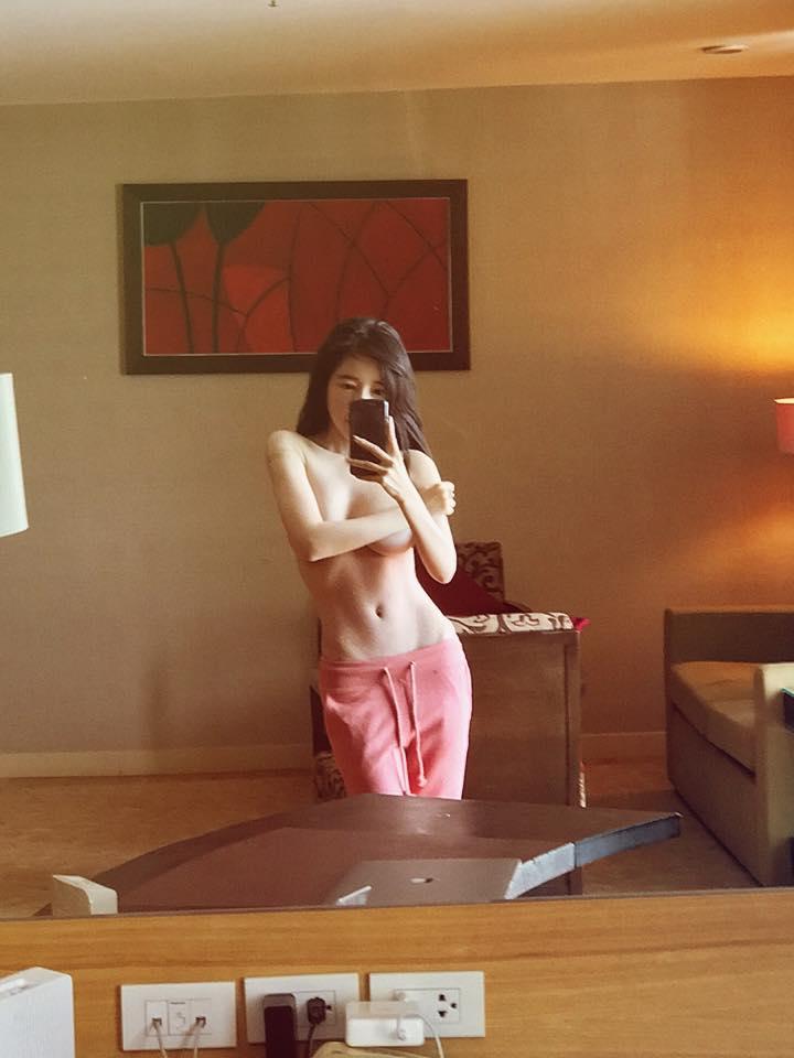 Mới đầu năm, Elly Trần đã bán khỏa thân táo bạo - 1