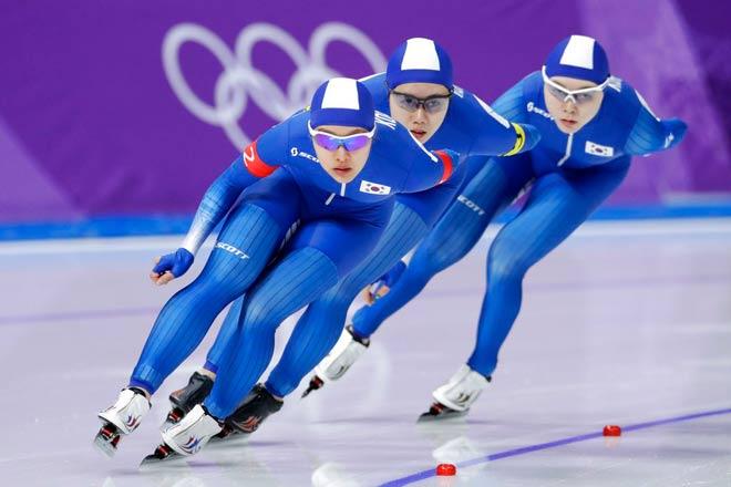 """Chê đồng đội, 2 người đẹp Olympic mùa đông bị cả làng """"ném đá"""""""