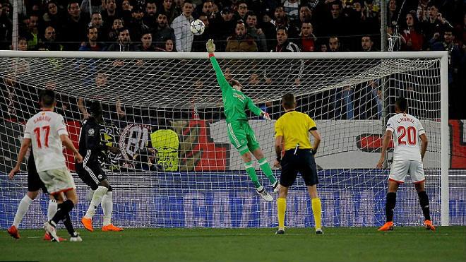 """MU khốn khổ: Mourinho """"đốt tiền số 1 lịch sử"""", sẽ bị trảm như Van Gaal? 1"""