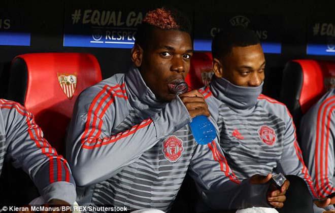 """Pogba vật vờ ở MU: Bàn tay """"siêu cò"""" xúi giục, chống đối Mourinho? 1"""