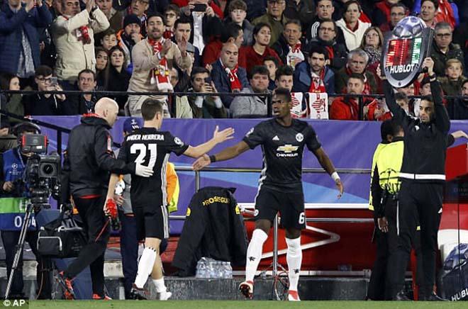 """Pogba vật vờ ở MU: Bàn tay """"siêu cò"""" xúi giục, chống đối Mourinho? 2"""