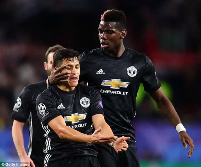 """Pogba vật vờ ở MU: Bàn tay """"siêu cò"""" xúi giục, chống đối Mourinho? 3"""