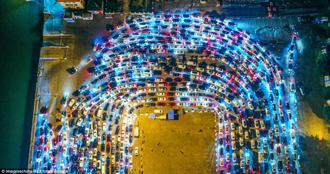 TQ: Choáng với cảnh chục nghìn ô tô mắc kẹt khi chờ qua phà sau Tết - 2