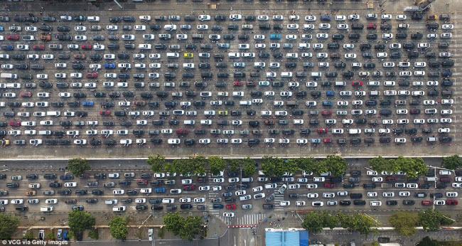 TQ: Choáng với cảnh chục nghìn ô tô mắc kẹt khi chờ qua phà sau Tết - 3