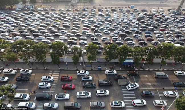 TQ: Choáng với cảnh chục nghìn ô tô mắc kẹt khi chờ qua phà sau Tết - 4