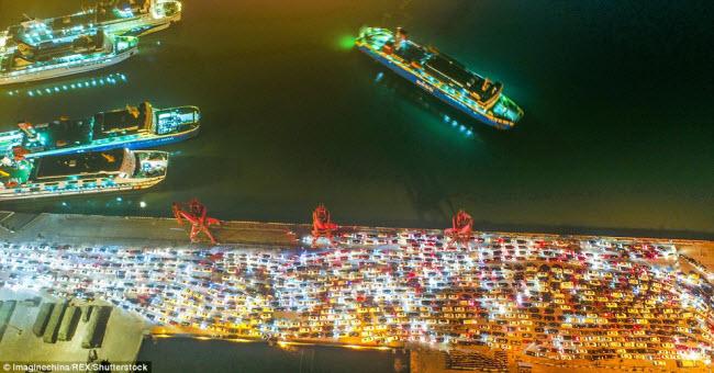 TQ: Choáng với cảnh chục nghìn ô tô mắc kẹt khi chờ qua phà sau Tết - 6