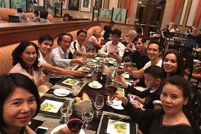 Kim Lý ngày càng được lòng con riêng và gia đình Hà Hồ - 3