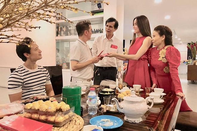 Kim Lý ngày càng được lòng con riêng và gia đình Hà Hồ - 2